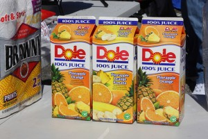 写真いっぱいのオレンジジュースパッケージ