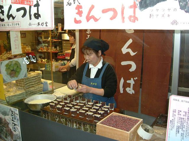動きのある和菓子店
