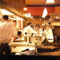 忙しそうなレストランの厨房