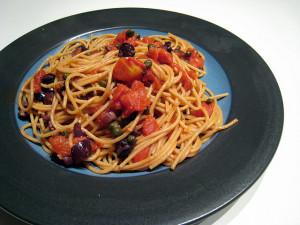 トマトベースのパスタ