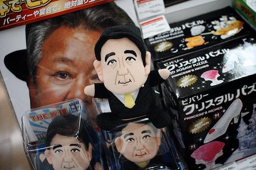 安部総理の人形